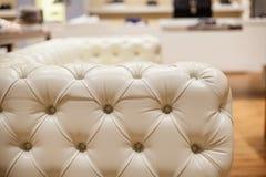 Ο εκλεκτής ποιότητας καναπές δέρματος, κλείνει επάνω Στοκ εικόνες με δικαίωμα ελεύθερης χρήσης