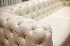 Ο εκλεκτής ποιότητας καναπές δέρματος, κλείνει επάνω Στοκ φωτογραφία με δικαίωμα ελεύθερης χρήσης