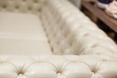 Ο εκλεκτής ποιότητας καναπές δέρματος, κλείνει επάνω Στοκ Φωτογραφία
