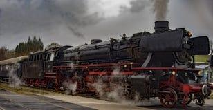 Ο εκλεκτής ποιότητας μαύρος ατμός τροφοδότησε το τραίνο σιδηροδρόμων Στοκ Φωτογραφία