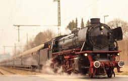 Ο εκλεκτής ποιότητας μαύρος ατμός τροφοδότησε το τραίνο σιδηροδρόμων Στοκ Φωτογραφίες