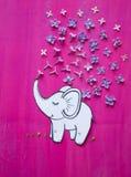 Ο ελέφαντας χύνει το νερό Στοκ Εικόνες