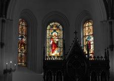 Ο ελαφρύς ερχομός μέσω των παραθύρων στην εκκλησία στοκ φωτογραφίες με δικαίωμα ελεύθερης χρήσης