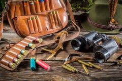 Ο εξοπλισμός κυνηγιού σε έναν δασοφύλακα κατοικεί Στοκ εικόνες με δικαίωμα ελεύθερης χρήσης