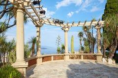 Ο εξωτικός κήπος, πεζούλι βοτανικών κήπων με την άποψη θάλασσας και τροπικές εγκαταστάσεις στο Μόντε Κάρλο, Μονακό στοκ εικόνες