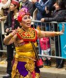 Ο εξωτικός συμμετέχων χορευτών σε τροπικό καρναβάλι στο Παρίσι, Fra στοκ φωτογραφία με δικαίωμα ελεύθερης χρήσης