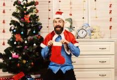 Ο εορτασμός και το νέο έτος παρουσιάζουν την έννοια Santa με το εύθυμο πρόσωπο στοκ εικόνες