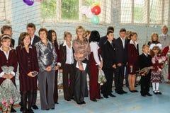 Ο εορτασμός του τελευταίου κουδουνιού σε ένα αγροτικό σχολείο στην περιοχή Kaluga στη Ρωσία Στοκ Εικόνα