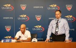 Ο επαγγελματικός τενίστας James Blake ανήγγειλε η αποχώρησή ότι του κατά τη διάρκεια της συνέντευξης τύπου στις ΗΠΑ ανοίγει το 201 Στοκ Εικόνες