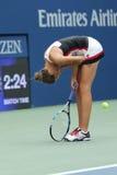 Ο επαγγελματικός τενίστας Karolina Pliskova της Δημοκρατίας της Τσεχίας γιορτάζει τη νίκη αφότου ανοίγει η στρογγυλή αντιστοιχία  Στοκ Εικόνες