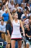 Ο επαγγελματικός τενίστας Karolina Pliskova της Δημοκρατίας της Τσεχίας γιορτάζει τη νίκη αφότου ανοίγει η ημιτελική αντιστοιχία  Στοκ Εικόνα