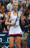Ο επαγγελματικός τενίστας Karolina Pliskova της Δημοκρατίας της Τσεχίας γιορτάζει τη νίκη αφότου ανοίγει η ημιτελική αντιστοιχία  Στοκ Φωτογραφία