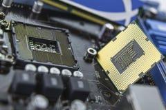 Ο επεξεργαστής στη μητρική κάρτα με την υποδοχή προετοιμάστηκε για το installati στοκ εικόνα με δικαίωμα ελεύθερης χρήσης