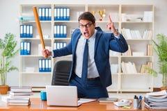 Ο 0 επιθετικός επιχειρηματίας στο γραφείο Στοκ εικόνες με δικαίωμα ελεύθερης χρήσης