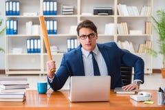 Ο 0 επιθετικός επιχειρηματίας στο γραφείο Στοκ Φωτογραφία