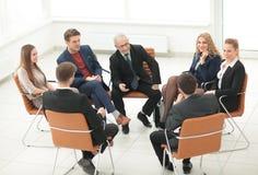 Ο επικεφαλής του νέου επιχειρησιακού προγράμματος πραγματοποιεί μια συνεδρίαση με το busine του Στοκ Φωτογραφίες