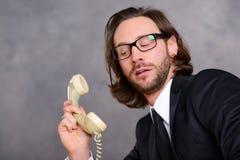 Ο επιχειρηματίας έχει ένα αδέξιο τηλεφώνημα Στοκ Φωτογραφία