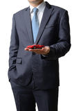 Ο επιχειρηματίας δίνει το πρότυπο αυτοκίνητο στον πελάτη που απομονώνεται στο μόριο Στοκ Φωτογραφίες