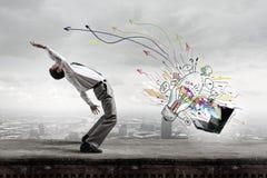 Ο επιχειρηματίας αποφεύγει τις ιδέες παφλασμών Στοκ εικόνα με δικαίωμα ελεύθερης χρήσης