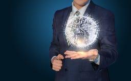 Ο επιχειρηματίας ενεργοποιεί το παγκόσμιο δίκτυο στοκ εικόνα