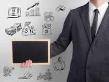 Ο επιχειρηματίας επιβεβαιώνει το πρόγραμμα Επιχείρηση ιδέας στο άσπρο υπόβαθρο χρήματα σχεδίων στο ύφος κινούμενων σχεδίων υποβάθ Στοκ φωτογραφία με δικαίωμα ελεύθερης χρήσης