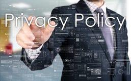 Ο επιχειρηματίας επιλέγει την πολιτική μυστικότητας από την οθόνη αφής Στοκ φωτογραφία με δικαίωμα ελεύθερης χρήσης