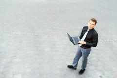 Ο επιχειρηματίας εργάζεται πάντα Στοκ εικόνες με δικαίωμα ελεύθερης χρήσης