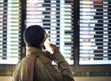 Ο επιχειρηματίας κάνει μια κλήση Στοκ φωτογραφία με δικαίωμα ελεύθερης χρήσης