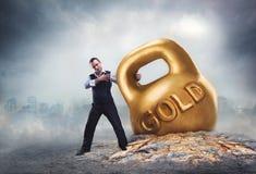 Ο επιχειρηματίας κάνει τα χρήματα Στοκ φωτογραφία με δικαίωμα ελεύθερης χρήσης