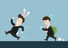 Ο επιχειρηματίας και η χελώνα κουνελιών μια είναι στο τρέξιμο του ανταγωνισμού στοκ φωτογραφία