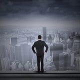 Ο επιχειρηματίας κοιτάζει στο μέλλον Στοκ Φωτογραφίες