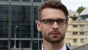 Ο επιχειρηματίας, κλείνει επάνω το πορτρέτο απόθεμα βίντεο