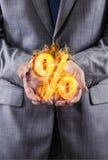 Ο επιχειρηματίας με τα τοις εκατό υπογράφει στην υψηλή έννοια ενδιαφέροντος Στοκ εικόνες με δικαίωμα ελεύθερης χρήσης