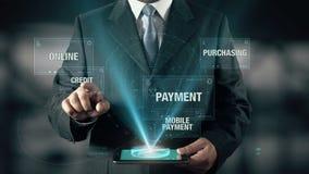Ο επιχειρηματίας με την έννοια ηλεκτρονικού εμπορίου επιλέγει την πίστωση από τις λέξεις απόθεμα βίντεο