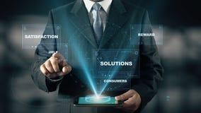 Ο επιχειρηματίας με την έννοια ολογραμμάτων υπηρεσιών επιλέγει τη βοήθεια από τις λέξεις απεικόνιση αποθεμάτων
