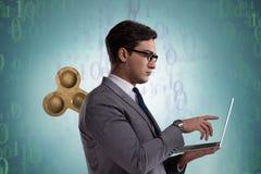Ο επιχειρηματίας με το κλειδί στην εργατική έννοια Στοκ φωτογραφία με δικαίωμα ελεύθερης χρήσης