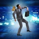 Ο επιχειρηματίας με το κλειδί στην εργατική έννοια Στοκ εικόνα με δικαίωμα ελεύθερης χρήσης
