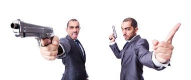Ο επιχειρηματίας με το πυροβόλο όπλο που απομονώνεται στο λευκό Στοκ Εικόνα