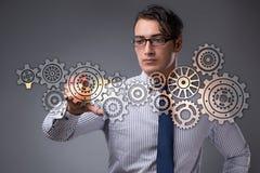 Ο επιχειρηματίας με cogwheels συνδέει στην έννοια ομαδικής εργασίας Στοκ φωτογραφία με δικαίωμα ελεύθερης χρήσης