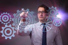Ο επιχειρηματίας με cogwheels συνδέει στην έννοια ομαδικής εργασίας Στοκ Φωτογραφίες