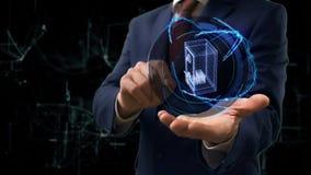 Ο επιχειρηματίας παρουσιάζει στο ολόγραμμα έννοιας τρισδιάστατο χρηματοκιβώτιο με τα χρήματα σε ετοιμότητα του φιλμ μικρού μήκους