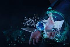 Ο επιχειρηματίας παρουσιάζει σύγχρονη τεχνολογία ως έννοια Στοκ Φωτογραφία