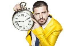 Ο επιχειρηματίας παρουσιάζει το χρόνο στο ρολόι Στοκ Εικόνες