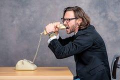 Ο 0 επιχειρηματίας πνίγει το τηλέφωνό του Στοκ φωτογραφία με δικαίωμα ελεύθερης χρήσης