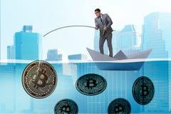 Ο επιχειρηματίας που αλιεύει bitcoins στην έννοια μεταλλείας cryptocurrency Στοκ φωτογραφία με δικαίωμα ελεύθερης χρήσης