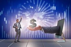 Ο επιχειρηματίας που λαμβάνει την επένδυση στην επιχείρηση ξεκινήματός του στοκ εικόνα με δικαίωμα ελεύθερης χρήσης