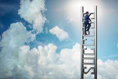 Ο επιχειρηματίας που αναρριχείται στη σκάλα σταδιοδρομίας της επιτυχίας Στοκ Εικόνα