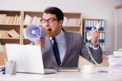 Ο 0 επιχειρηματίας που εργάζεται στο γραφείο Στοκ εικόνα με δικαίωμα ελεύθερης χρήσης