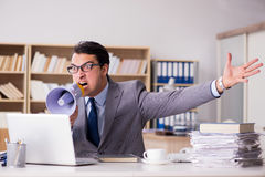 Ο 0 επιχειρηματίας που εργάζεται στο γραφείο Στοκ εικόνες με δικαίωμα ελεύθερης χρήσης
