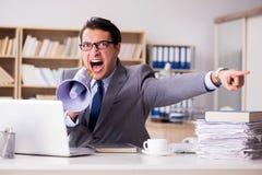 Ο 0 επιχειρηματίας που εργάζεται στο γραφείο Στοκ Φωτογραφίες
